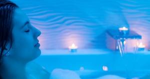 woman-hot-bath_facebook