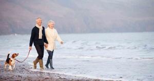 senior-couple-beach_faceboo