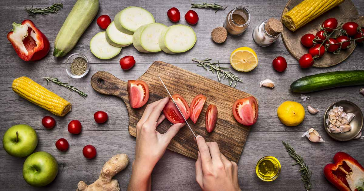 cutting-vegetables-fruits_f