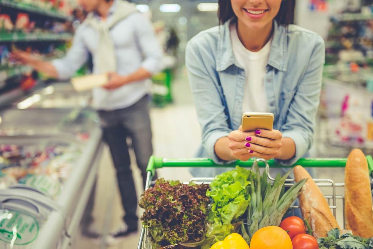 woman-grocery-shopping_medi